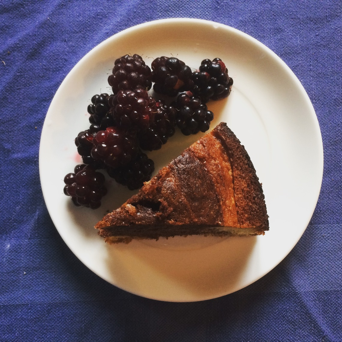 Blackberries with tiger or marble cake
